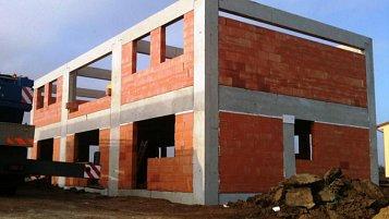 Výstavba trojdomků v Kolíně-Štítarech