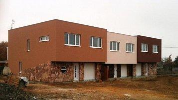 Výstavba řadových rodinných domů v Říčanech u Prahy